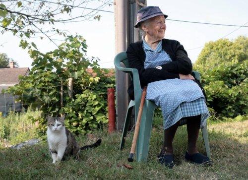 La doyenne du village, Andréa Perrier, 101 ans a tenu à accueillir le groupe