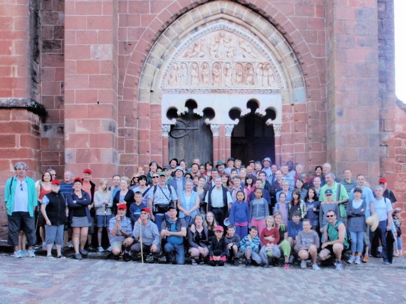 au départ de l`église Saint Pierre de Collonges-la-Rouge