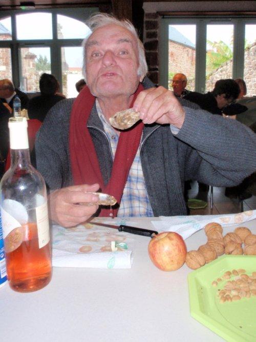 huîtres, noix, pomme et vin rosé au menu pour J.P.B