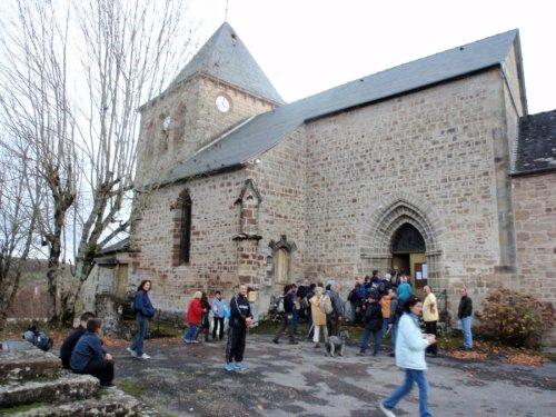 arrivée à l`église de Marcillac-la-Croze